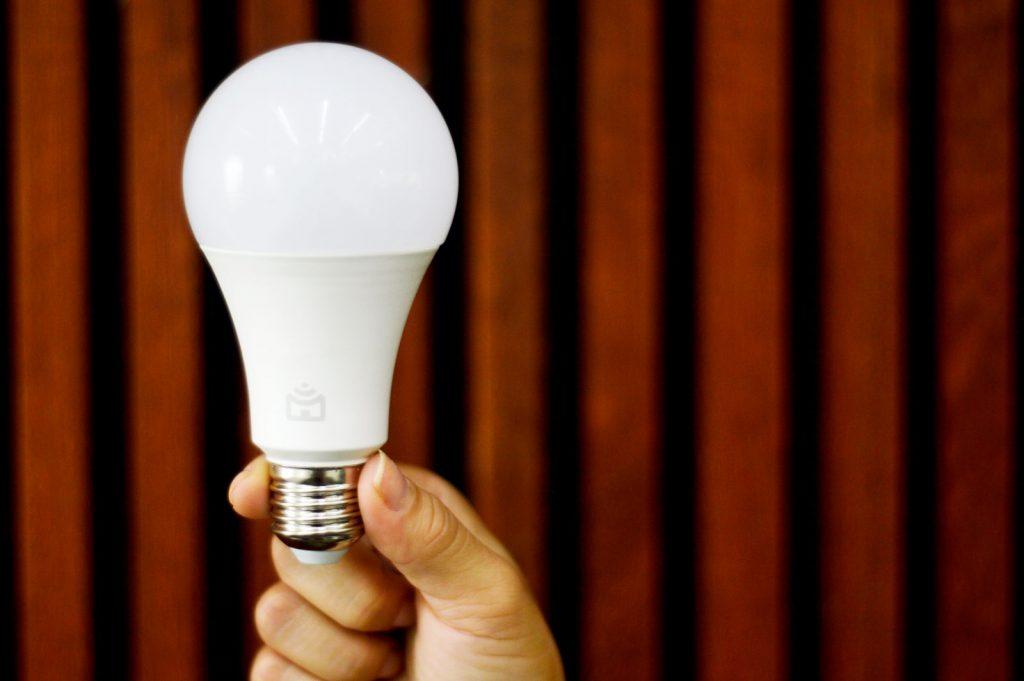 Smart Lâmpada Wi-Fi Positivo Casa Inteligente