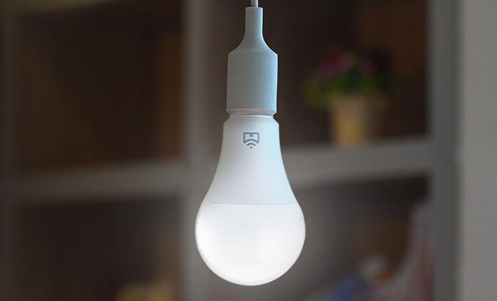 Lâmpada inteligente permite controlar a iluminação da casa